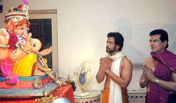 Pix Bollywood Stars Welcome Ganpati At Home