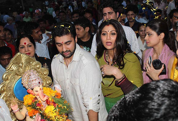 Sunanda Shetty, Raj Kundra, Shilpa Shetty and Shamita Shetty