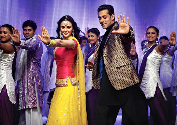 Preity Zinta and Salman Khan in Ishkq In Paris