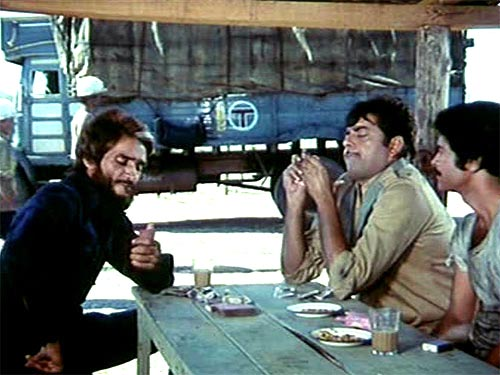 Mac Mohan and Shatrughan Sinha in Kaala Patthar
