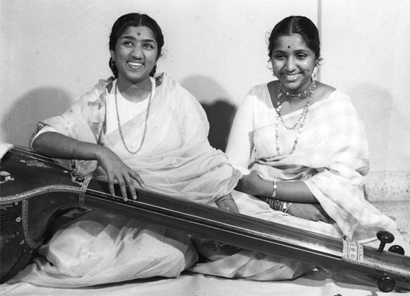 Lata Mangeshkar and Asha Bhosl