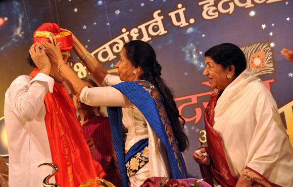 Hridaynath Mangeshkar, Asha Bhosle and Lata Mangeshkar
