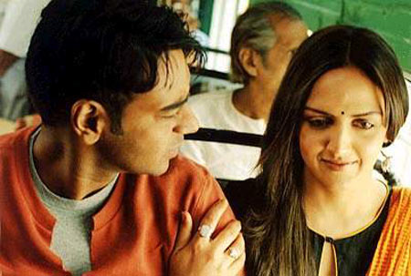 Ajay Devgn and Esha Deol in Yuva