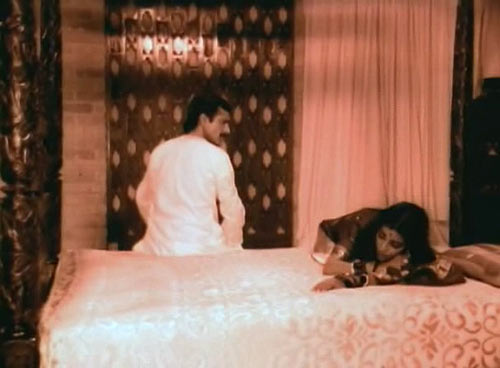 A scene from Chahsme Buddoor