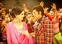 Deepika Padukone and Shah Rukh Khan in Om Shanti Om