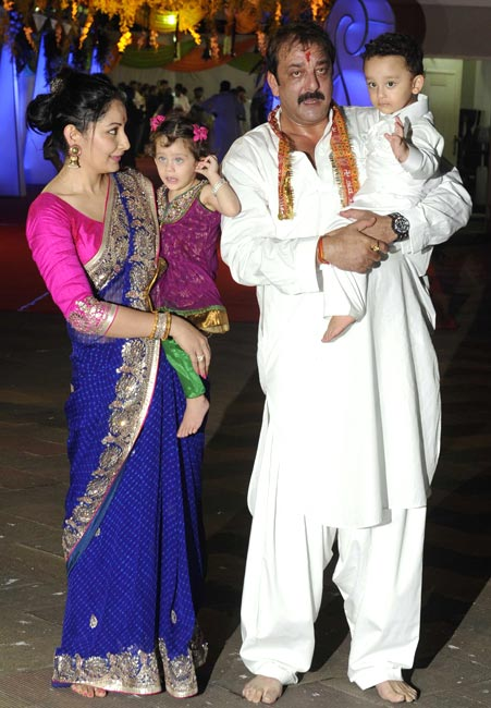 Sanjay Dutt with wife Maanyata and children, Iqra and Shahraan
