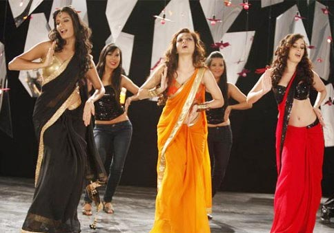 Gaelyn Mendonca, Pooja Salvi and Evelyn Sharma in the Dhak Dhak song in Nautanki Saala
