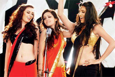 Evelyn Sharma, Pooja Salvi and Gaelyn Mendonca in the Dhak Dhak song in Nautanki Saala