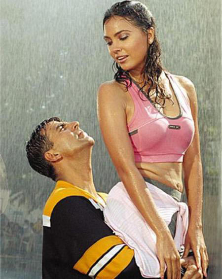 Akshay Kumar and Lara Dutta in Andaz.