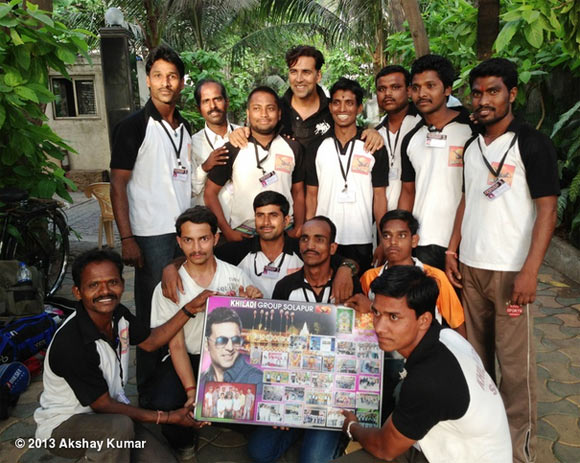 Akshay Kumar with his fans in Sholapur