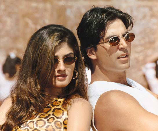 Akshay Kumar and Raveena Tandon in Aan: Men At Work