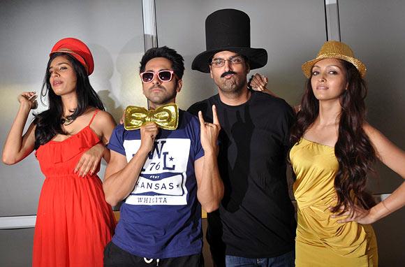Gaelyn Mendonca, Ayushmann Khurrana, Kunaal Roy Kapur and Pooja Salvi