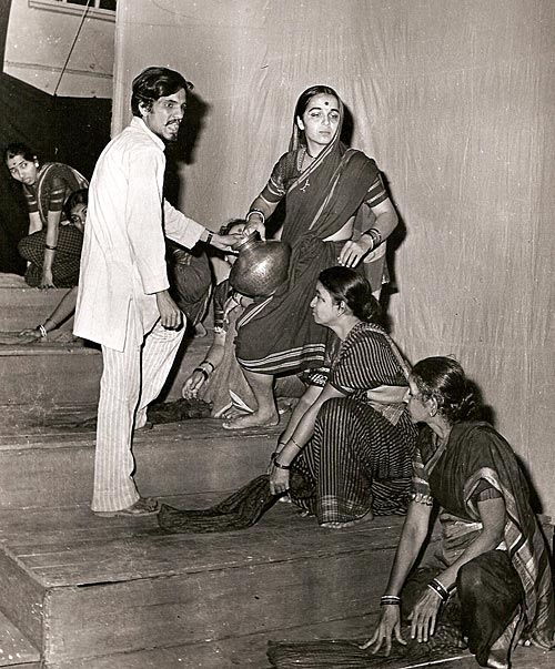 Jayadev Hattangady directs his wife Rohini Hattangady in the Marathi play, Changuna