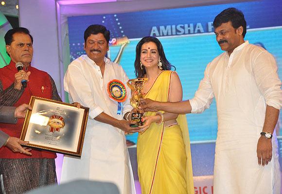 T Subhrami Reddy, Rajendra Prasad, Ameesha Patel, Chiranjeevi
