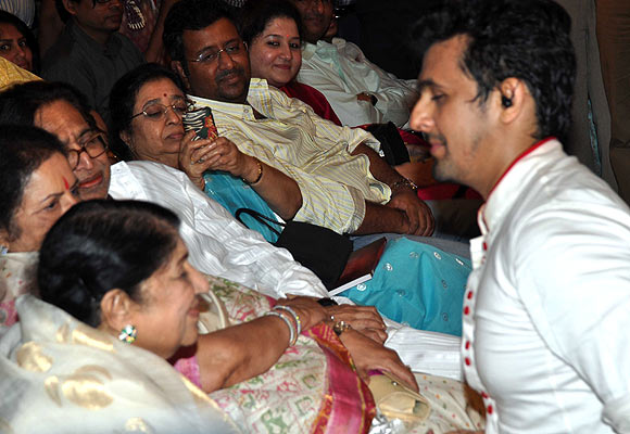 Lata Mangeshkar and Sonu Nigam
