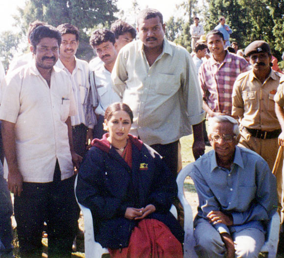 Madhuri Dixit with Purshottam Shetty and other crew members