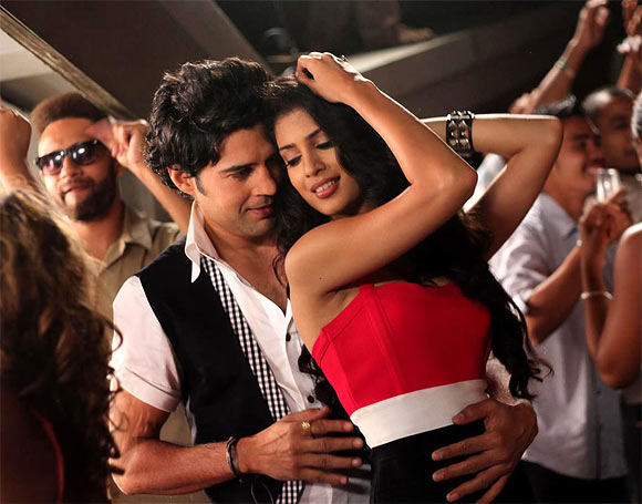 Rajeev Khandelwal and Tena Desae in Table No 21
