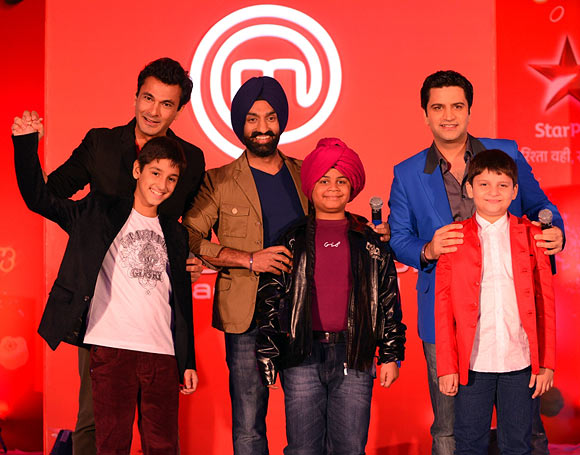 Surjan Singh, Vikas Khanna and Kunal Kapur with the kids