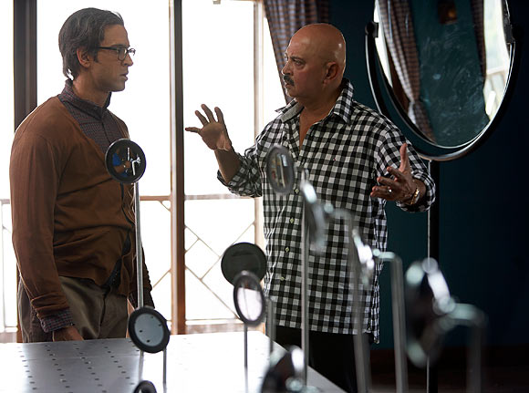 Hrithik and Rakesh Roshan on the sets of Krrish 3