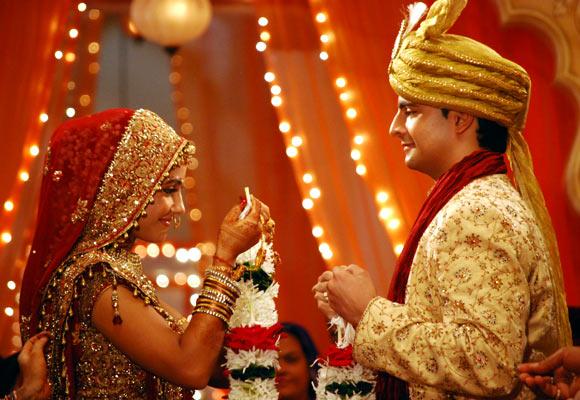 Hina Khan as Akshara and Karan Mehra as Naitik in Yeh Rishta Kya Kehlata Hai