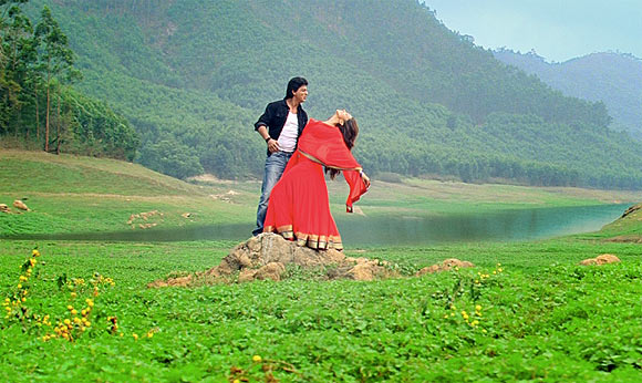 Shah Rukh Khan and Deepika Padukone in Chennai Express