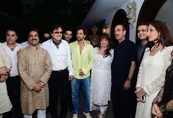 Waahiid Ali Khan, Mohammed Arif Nasim Khan, Sanjay Khan, Zayed Khan, Hrithik Roshan, Zarine Khan, Ghulam Nabi Azad and Farha Ali Khan