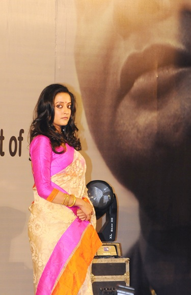 Actress Raima Sen pays homage to filmmaker late Rituparno Ghosh at an event in Kolkata on Thursday.