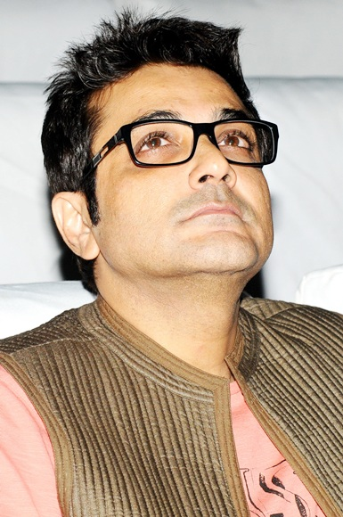 Actor Prosenjit Chatterjee pays homage to filmmaker late Rituparno Ghosh.