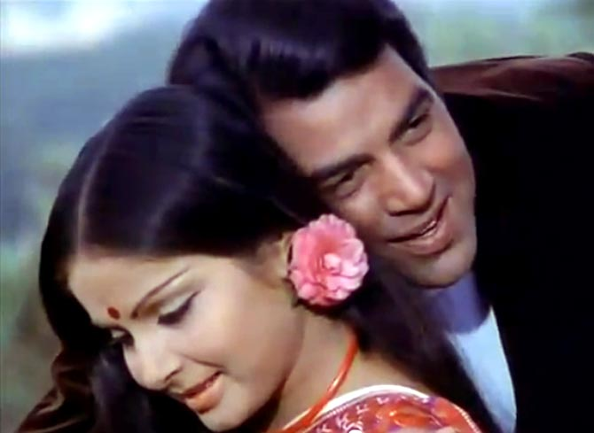 Raakhee and Dharmendra in Blackmail