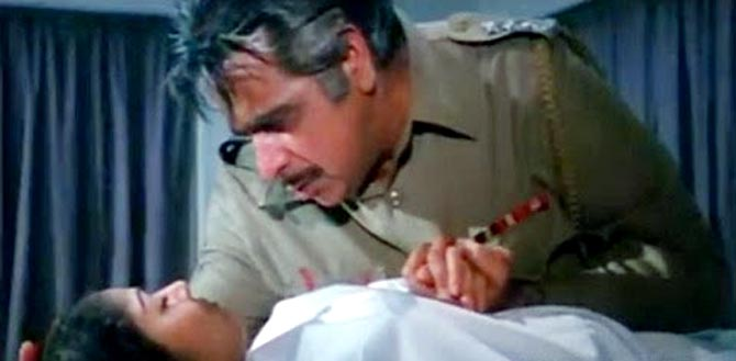 Raakhee and Dilip Kumar in Shakti