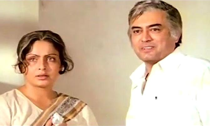 Raakhee and Sanjeev Kumar in Paras