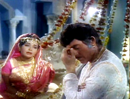 Raakhee and Raaj Kumar in Lal Patthar