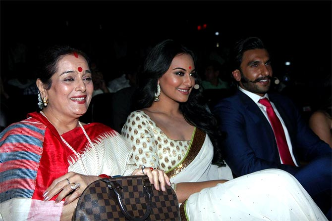 Sonakshi Sinha with mother Poonam Sinha and Lootera co-star Ranveer Singh