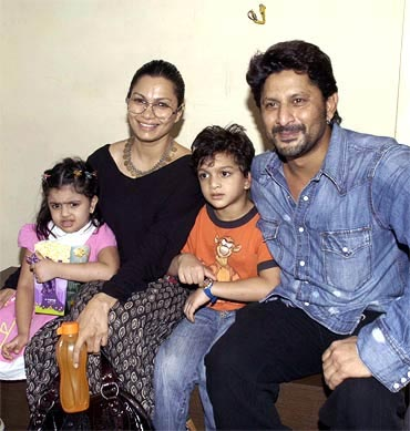 Zeke and Zene Zoe Warsi with parents Maria Goretti and Arshad Warsi
