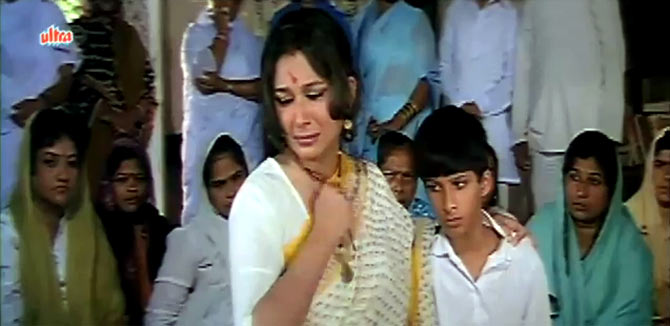 Sharmila Tagore in Aashiq Awara
