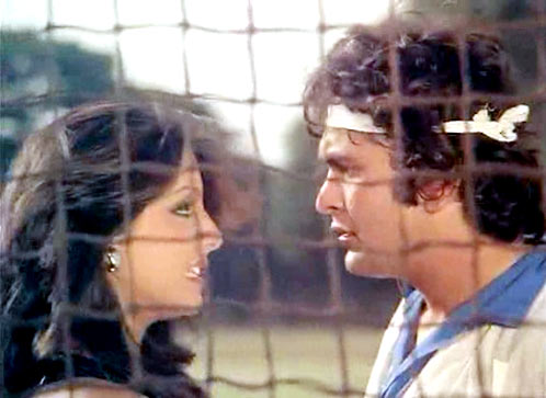 Neetu Singh and Rishi Kapoor in Khel Khel Mein