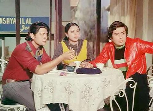 Rakesh Raushan, Neetu Singh and Rishi Kapoor in Khel Khel Mein