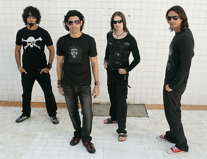 Purab Kohli, Farhan Akhtar, Luke Kenny and Arjun Rampal in Rock On!