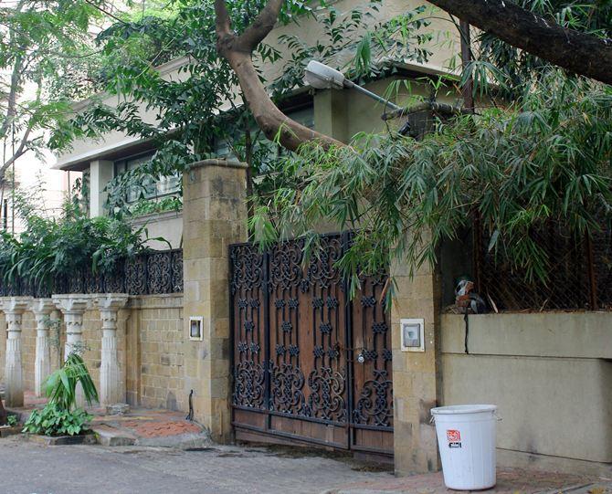 Anil Kapoor's Juhu bungalow, Sonam Kapoor (inset)