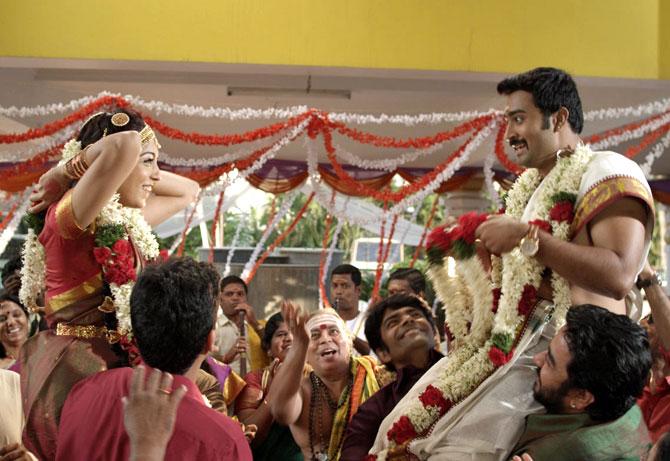 A scene from Kalyana Samayal Sadham