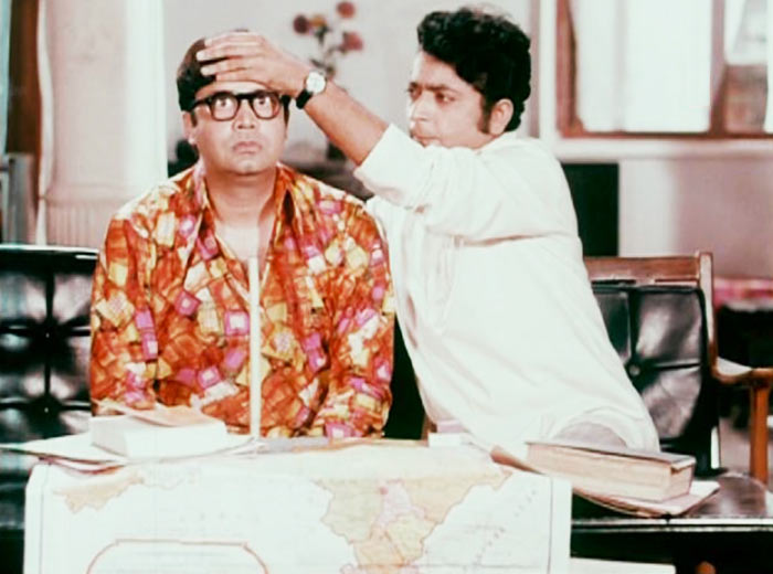 Deven Varma and Dinesh Hingoo in Kora Kagaz
