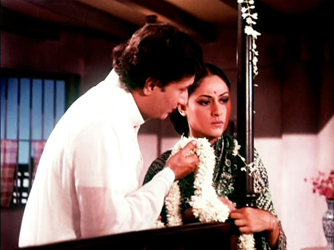 Vijay Anand and Jaya Bachchan in Kora Kagaz