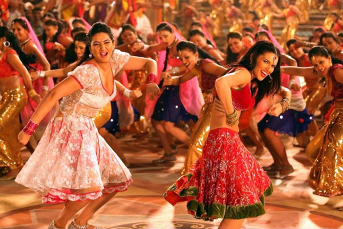 Ragini Dwivedi and Scarlett Wilson in the Kaddu Katega song in R... Rajkumar