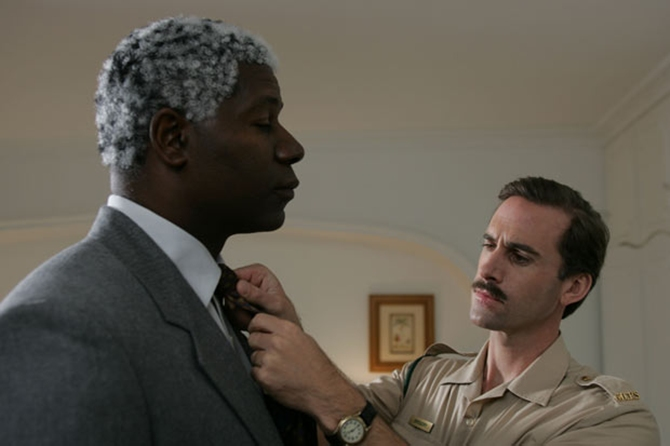 Dennis Haysbert and Joseph Fiennes in Goodbye Bafana