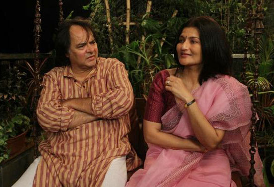 Farooque Sheikh and Sarika in Club 60