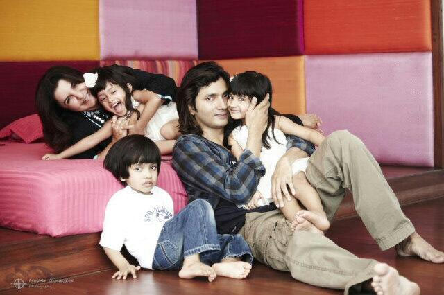 Farah Khan and Shirish Kunder with their kids Anya, Czar and Diva