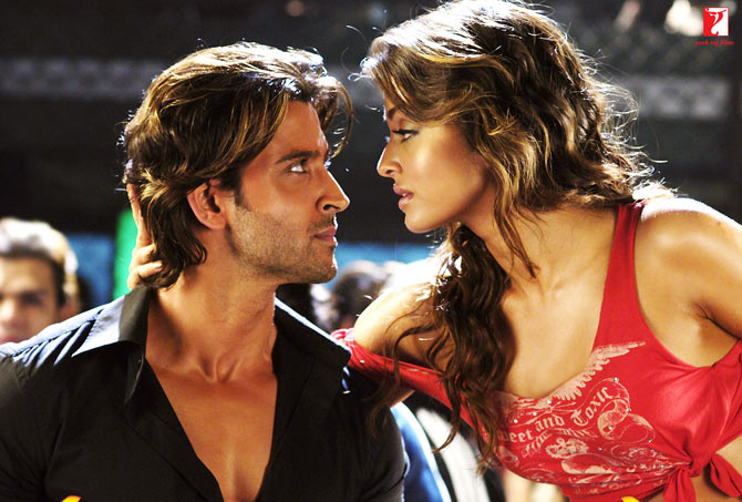 Hrithik Roshan and Aishwarya Rai Bachchan in Dhoom 2
