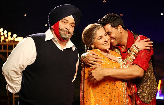 Dimple Kapadia with Rishi Kapoor and Akshay Kumar in Patiala House