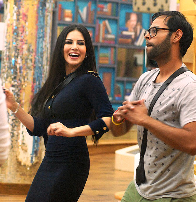 Sunny Leone dances with Andy