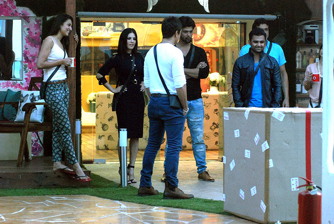 Sunny Leone, Sachin Joshi with the Bigg Boss contestants
